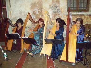 Musica d'arpa al convivio per gli illustri ospiti di Francesco Secco e della consorte Caterina Gonzaga