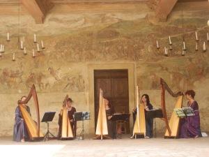 Castello di Malpaga  (BG) 11 agosto 2013 Patrizia Borromeo e il Cerchio delle Fate arpe celtiche e voci