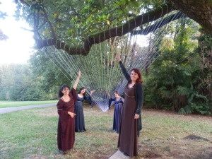 Per aspera ad astra - opera di Eracle Dartizio : per noi un'arpa bianca da suonare con le mani verso il cielo!